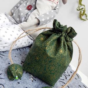 Tulipános ajándék zsák - zöld arany, karácsonyi mintás, Karácsonyi dekoráció, Karácsony & Mikulás, Otthon & Lakás, Varrás, Patchwork, foltvarrás, AnneHome - Tulipános zsák - KÉSZLETEN\n\nMintás zöld arannyal karácsonyi virágmintás OEKO-Tex pamutvás..., Meska