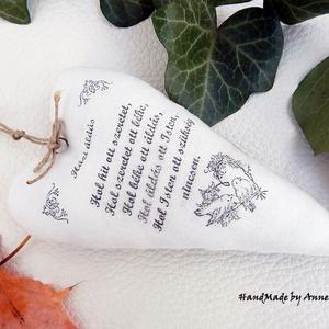 Házi Áldás - vintage dekorációs szív, Otthon & lakás, Dekoráció, Karácsony, Karácsonyi dekoráció, Karácsonyfadísz, Ünnepi dekoráció, Szerelmeseknek, Varrás, Decoupage, transzfer és szalvétatechnika, Anne Home - Dekorációk - RENDELHETŐ!\n\nNatúr festetlen lenvászon és fehér pamutvászonból készítettem ..., Meska