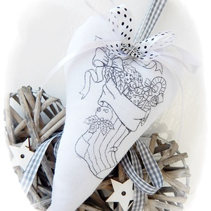 Miki csizmája - vintage dekorációs szív, Karácsony & Mikulás, Karácsonyi dekoráció, Varrás, Decoupage, transzfer és szalvétatechnika, Anne Home - Dekorációk - KÉSZLETEN!\n\nFehér pamutvászonból készítettem ezt a romantikus vintage stílu..., Meska