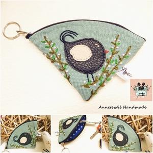 Duci madárkás kék szövet, hímzett kulcstartó 2., Táska & Tok, Kulcstartó & Táskadísz, Kulcstartó, Varrás, Hímzés, Meska