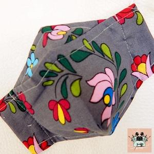Szürke kalocsai virágos pamut textil arcmaszk, szájmaszk, 3D orrmerevítővel szemüvegeseknek is - maszk, arcmaszk - női - Meska.hu