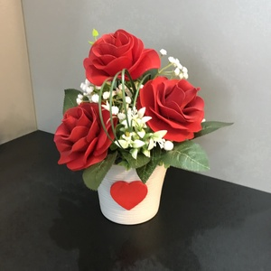 Rózsák, Otthon & lakás, Dekoráció, Csokor, Dísz, Lakberendezés, Asztaldísz, Mindenmás, Rózsákból álló asztaldísz.A dekoráció 3 rózsából, és zöld növényekből áll. Kiváló ajándék Valentin n..., Meska
