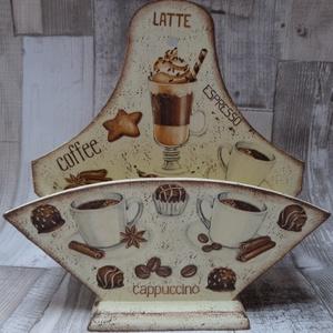 Kávé mintás kávéfilter tartó, Otthon & Lakás, Tea & Kávé tárolás, Konyhafelszerelés, Kávé mintás kávéfiltertartó fából,mely falra akasztható vagy asztalra,polcra állítható.Méretei:20x20..., Meska