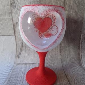 Szerelmes szíves mécsestartó üvegpohár, Gyertya & Gyertyatartó, Dekoráció, Otthon & Lakás, Decoupage, transzfer és szalvétatechnika, Szerelmes szíves mécsestartó üvegpohár.Fehér és piros színű akrilfestékkel festettem és szalvétával ..., Meska