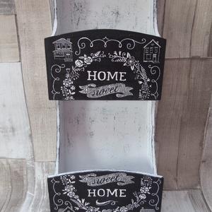 Home Sweet Home levél és kulcstartó, Lakberendezés, Otthon & lakás, Tárolóeszköz, Decoupage, transzfer és szalvétatechnika, Festett tárgyak, Home Sweet Home fali levél-  és kulcstartó.Mérete:17x45 cm.Alapozás után fekete festékkel festettem ..., Meska