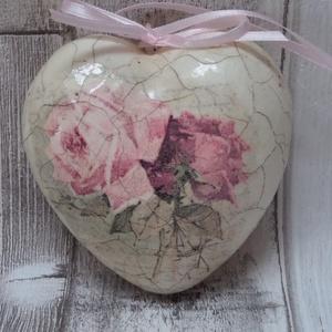 Szív alakú rózsa vagy levendula mintás repesztett hatású antikolt dísz különböző mintákkal, Dísztárgy, Dekoráció, Otthon & Lakás, Decoupage, transzfer és szalvétatechnika,  Szív alakú polisztirol dísz romantikus vintage rózsa vagy levendula mintával díszítve és finom vona..., Meska