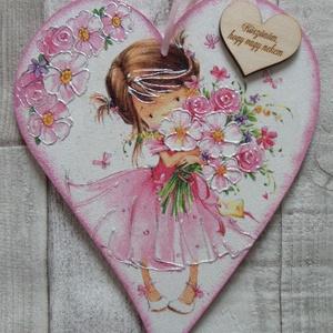 Kislány virágcsokorral mintás  függődísz gyerekszobába szív alakú, Gyerek & játék, Gyerekszoba, Dekoráció, Otthon & lakás, Decoupage, transzfer és szalvétatechnika, Kislány virágcsokorral mintás  szív alakú függődísz,ajtódísz gyerekszobába.De akár ajándék is lehet ..., Meska