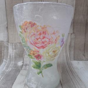 Rózsacsokor vagy vintage rózsa mintás üveg váza, Lakberendezés, Otthon & lakás, Kaspó, virágtartó, váza, korsó, cserép, Dekoráció, Decoupage, transzfer és szalvétatechnika, Rózsacsokor vagy vintage rózsa mintás üveg váza rizspapírral és szalvétával díszítve,lakkozva.Mérete..., Meska