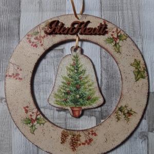 Téli,karácsonyi koszorú alakú ajtódísz,üdvözlőtábla harang alakú függővel kislány madarakkal mintával, Karácsonyi kopogtató, Karácsony & Mikulás, Otthon & Lakás, Decoupage, transzfer és szalvétatechnika, Téli ,karácsonyi koszorú alakú ajtódísz,üdvözlőtábla harang függővel a közepén téli bogyók,toboz és ..., Meska