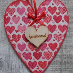 Szív  alakú dísz  szíves mintákkal, Dekoráció, Otthon & lakás, Dísz, Ünnepi dekoráció, Anyák napja, Szerelmeseknek, Decoupage, transzfer és szalvétatechnika,  Szív  alakú dísz többféle mintával dekupázs/decoupage technikával díszítve választható felirattal.(..., Meska