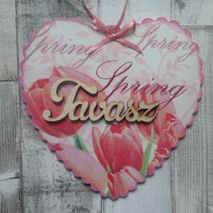 Tavaszi virágos ajtódísz,üdvözlőtábla,kopogtató szív alakú fodros szélű, Ajtódísz & Kopogtató, Dekoráció, Otthon & Lakás, Decoupage, transzfer és szalvétatechnika, Tavaszi virág(tulipán,nefelejcs,árvácska vagy százszorszép) mintás fodros szélű szív alakú ajtódísz,..., Meska