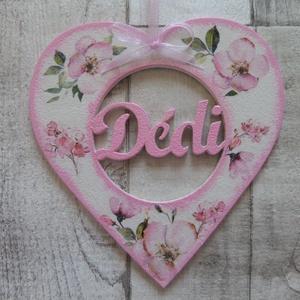 Szív alakú dísz Dédi felirattal, Dekoráció, Otthon & lakás, Anyák napja, Ünnepi dekoráció, Decoupage, transzfer és szalvétatechnika, Szív  alakú dísz Dédi  felirattal többféle mintával dekupázs/decoupage technikával díszítve.Mérete:1..., Meska