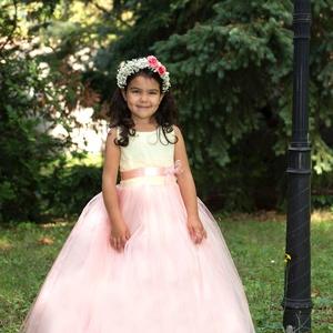 Koszorúslány ruha, Esküvő, Koszorúslány ruha, Ruha, Barack és sárga színű .4-6 éveg korig .zip záros.alja 3 réteg tüllből van ., Meska