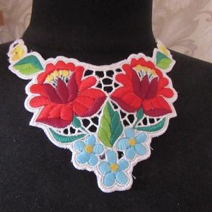 Kalocsai nyakdísz, Esküvő, Ékszer, Nyaklánc, Hímzés, Varrás, Kézi gépi hímzéssel készült gyönyörű darab.Menyecske ruhához vagy alkalmi ruhához ajánlanám...., Meska