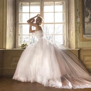 Esküvői ruha, Esküvő, Menyasszonyi ruha, Ruha, Uszályos esküvői ruha. Csipke boritású felsőrész, hátul füzős. Több rétegű szoknyarésszel csipke sze..., Meska