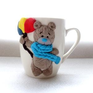 Medve bögre, Dekoráció, Otthon & lakás, Konyhafelszerelés, Bögre, csésze, Gyurma, Ez a mackó gazdára vár. Okozz neki örömöt, fogadd örökbe! :)\n\nA bögre díszítését kézzel formáztam sü..., Meska