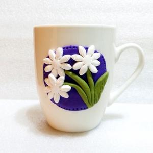 Virágom bögre, Konyhafelszerelés, Otthon & lakás, Bögre, csésze, Gyurma, A bögre díszítését kézzel formáztam süthető gyurmából.\nA bögre mindennapos használatra alkalmas, de ..., Meska