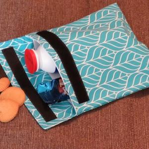 Vízálló uzsonnás tasak - Kék levél mintás, NoWaste, Textilek, Textil tároló, Bevásárló zsákok, zacskók , Varrás, Ez a vízálló uzsonnás tasak modern, környezetbarát, kiváltja az eldobható csomagolókat. Csökkentsd a..., Meska