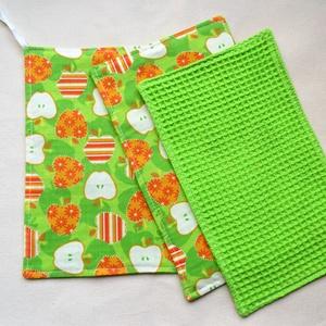 Törlőkendő garnitúra ajándék mosogatószivaccsal - Almák zöldben- Újrafelhasználható, környezetbarát, Otthon & Lakás, Konyhafelszerelés, Konyharuha & Törlőkendő, Varrás, Ez a garnitúra 1 db nagyobb, 2 db kisebb törlőkendőt és 1 db mosogatószivacsot tartalmaz. A törlőken..., Meska