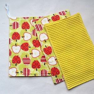 Törlőkendő garnitúra ajándék mosogatószivaccsal - Almák sárgában - Újrafelhasználható, környezetbarát, Otthon & Lakás, Konyhafelszerelés, Konyharuha & Törlőkendő, Varrás, Ez a garnitúra 1 db nagyobb, 2 db kisebb törlőkendőt és 1 db mosogatószivacsot tartalmaz. A törlőken..., Meska