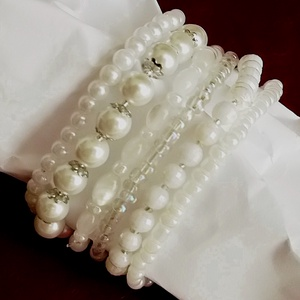 Variációk 1. - menyasszonytánc,  karkötők , Ékszer, Karkötő, Gyöngyös karkötő,   Fehér, 4, 6, 8 mm-es akril és macskaszem gyöngyökből és ezüst szín köztesekből készítettem ezt a 6..., Meska