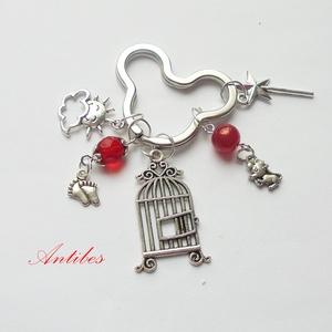 Mickey 3 - kulcstartó , Otthon & Lakás, Lakberendezés, Ékszerkészítés, Mindenmás, \nAntik ezüst színű köztesekből, charmokból és  gyöngyökből készítettem ezt a kulcstartót.\n8000 ft fe..., Meska