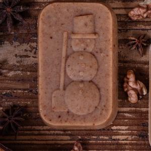 Hoember mintazatu kecsketejes naturszappan, Otthon & lakás, Dekoráció, Ünnepi dekoráció, Karácsony, Táska, Divat & Szépség, Szépség(ápolás), Krém, szappan, dezodor, Kecsketejes szappan, Szappankészítés, Kozmetikum készítés, Az unnep kozeledtevel alkottuk ezt a gyonyoru taplalo kecsketejes szappankat melyben az apolo oliva ..., Meska