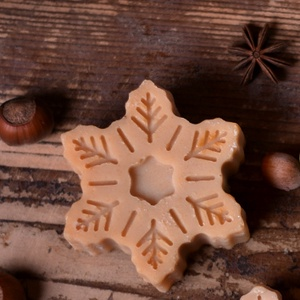 Hopihe alaku kecsketejes taplalo szappan karacsonyi illattal, Otthon & lakás, Dekoráció, Ünnepi dekoráció, Karácsony, Táska, Divat & Szépség, Szépség(ápolás), Krém, szappan, dezodor, Kecsketejes szappan, Szappankészítés, Kozmetikum készítés, Hopihe alaku kecsketejes taplalo szappan.Keszul 4 fele valtozatban.\n\nFeher kecsketej-menthol(menthol..., Meska