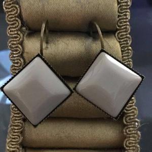 francia kapcsos fülbevaló , Ékszer, Fülbevaló, Lógó csepp fülbevaló, Ékszerkészítés, bronz Francia kapcsos fülbevaló\n15x15 mm-s gyanta cabochonnal a  közepén.\n\n\n, Meska