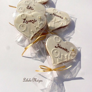 """Esküvőre köszönetajándék,vagy ültető\\\""""Vadvirágos 3\\\""""mézeskalács szív, Köszönőajándék, Emlék & Ajándék, Esküvő, Mézeskalácssütés, 5 DARAB!! /1 csomag/ \n8- cm X 7 cm méretű ,terülőmázas\"""",színes (barna)feliratos,fehéren fehér\"""" (de k..., Meska"""
