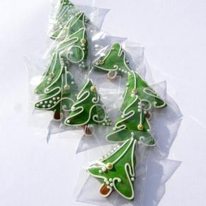 Karácsonyi mini mézeskalácsfa,szóróajándékként,ajándék kiegészítőként csomagra stb., Karácsonyi dekoráció, Karácsony & Mikulás, Otthon & Lakás, Mézeskalácssütés, Tartalma:  10db!!! kis méretű (4-4,5cm x4cm)mézeskalács karácsonyfa.Zöld színben, különböző egyedi m..., Meska