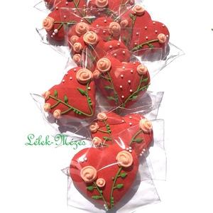 Rózsa mintás szív,szóróajándékként,esküvőre,bármilyen köszöntésre, Otthon & lakás, Dekoráció, Dísz, Esküvő, Mézeskalácssütés, Tartalma:  10db!!(5X5 cm méretű)mézeskalács szív.\npiros színű  alappal,barack színű rózsás mintával...., Meska