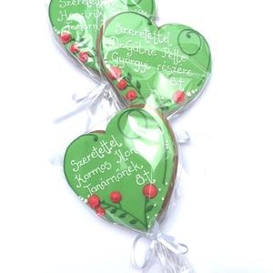 Rózsás vagy/és macis szív bármilyen köszöntő alkalomra,Ballagásra,Anyák napjára,Pedagógusnapra, Édesség, Élelmiszer, Mézeskalácssütés, 3 DARAB!!kb.11x11,5 cm\nKÉK festett alapú ,rózsás,macis,színes ,feliratos\nvagy Zöld alapon rózsás,vag..., Meska