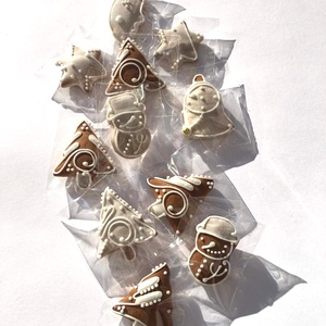 """Karácsonyi \""""mini-csomag\"""" mézeskalácsfa,szóróajándékként,ajándék kiegészítőként csomagra stb., Karácsony & Mikulás, Karácsonyi dekoráció, Mézeskalácssütés, Tartalma:  10+1b!!! kis méretű (3-3,5cm x4cm)mézeskalács karácsonyfa, csillag, hold, hóember, csengő..., Meska"""