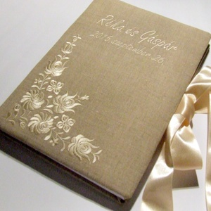 Lenvászon esküvői vendégkönyv (A4), Emlék & Ajándék, Esküvő, Album & Fotóalbum, Hímzés, Könyvkötés, Matyó motívummal hímzett lenvászonnal borított bélelt esküvői vendégkönyv név és dátum felirattal, j..., Meska