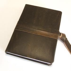 Bőr napló , Otthon & Lakás, Jegyzetfüzet & Napló, Papír írószer, Valódi bőrrel borított  bélelt napló bőrszalag záródással.   Mérete 15X21cm és 250 oldalas.  RENDELH..., Meska