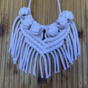 Makramé nyaklánc, Ékszer, Nyaklánc, Bogyós nyaklánc, Csomózás, Púder rózsaszín, 5 mm-es újrahasznosított zsinórfonalból készült exkluzív nyakék.\nBármilyen színben ..., Meska
