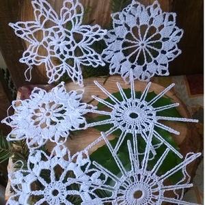 Horgolt karácsonyi csillagok, Karácsonyfadísz, Karácsony & Mikulás, Horgolás, A csomag 6 darabból áll.Fehér horgolócérnából,különböző mintával készítettem ezeket a csillagokat.Cu..., Meska