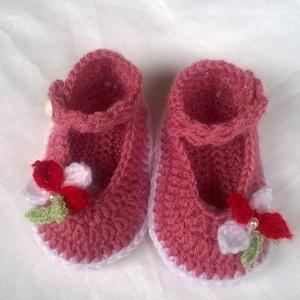 Horgolt baba cipő, Táska, Divat & Szépség, Gyerekruha, Ruha, divat, Gyerek & játék, Baba (0-1év), Horgolás, Mély rózsaszín fonalból horgoltam ezt a kis cipőt.Talp mérete 11 cm. Fonal hiányában csak ez az egy ..., Meska