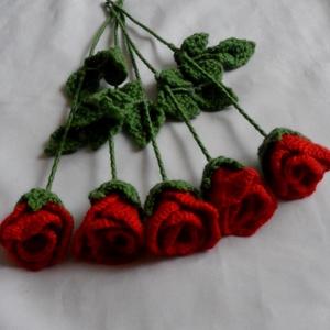 Valentin napi horgolt rózsa, Otthon & lakás, Dekoráció, Csokor, Esküvő, Horgolás, Kötő fonalból drót szárra készültek ezek a horgolt rózsák.Valentin napra nőnapra el nem hervadó szál..., Meska