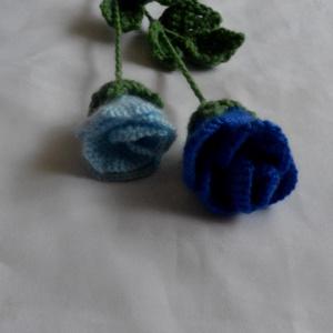 Különleges színű horgolt rózsa, Karácsony, Karácsonyfadísz, Karácsonyi dekoráció, Otthon & lakás, Dekoráció, Ünnepi dekoráció, Anyák napja, Horgolás, Kötő fonalból készültek ezek a kék rózsák.\nKülönleges szín különleges alkalomra.\nMérete:37 cm a rózs..., Meska