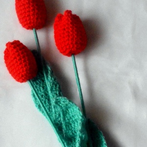 Horgolt piros tulipán, Otthon & lakás, Dekoráció, Ünnepi dekoráció, Anyák napja, Horgolás, Piros tulipánok készültek Valentin napra,nőnapra ,anyák napjára vagy csak úgy ajándékba óvónéninek ,..., Meska