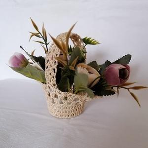 Horgolt virágkosár, Otthon & Lakás, Dekoráció, Csokor & Virágdísz, Horgolás, Egy tökéletes ajándék,horgolt kosárka el nem hervadó virágokkal. Ajánlom Valentin napra,nőnapra,anyá..., Meska
