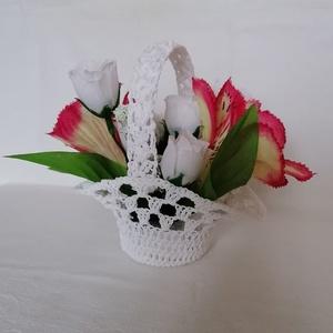 Horgolt virágkosár, Otthon & Lakás, Dekoráció, Csokor & Virágdísz, Horgolás, \nEgy tökéletes ajándék,horgolt kosárka el nem hervadó virágokkal. Ajánlom Valentin napra,nőnapra,any..., Meska
