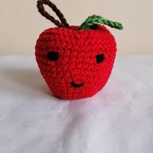 Mosolygó alma, Játék & Gyerek, Készségfejlesztő & Logikai játék, Horgolás, Pamut fonalból készült ez a vidám mosolygó alma.\nMérete:7 cm\nSzeme szája hímezve van.\n, Meska