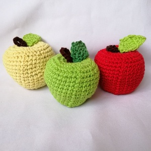 Horgolt alma,gyümölcs, Játék & Gyerek, 3 éves kor alattiaknak, Készségfejlesztő, Horgolás, Pamut fonalból készültek ezek a színes almák.\nMérete:7cm\n, Meska