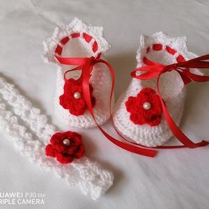 Horgolt baba cipő és fejpánt, Ruha & Divat, Babaruha & Gyerekruha, Keresztelő ruha, Horgolás, Keresztelőre,baba váróra készült ez az alkalmi cipőcske és fejpánt.\nAnyaga akril fonal\nA cipőcske 10..., Meska