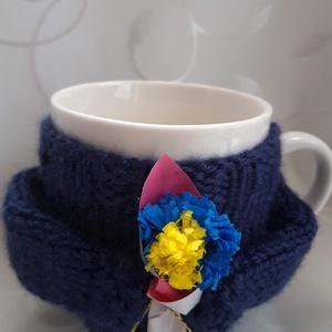 Bögre virágcsokorral, Otthon & Lakás, Dekoráció, Dísztárgy, Kötés, Kötött pulóver porcelán bögrével Valentin napra, vagy csak úgy...\n\n, Meska