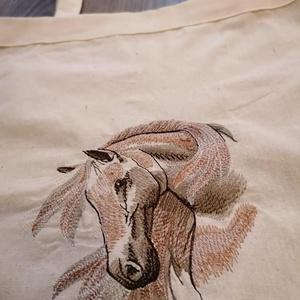 Hímzett lovas vászonzsák , Táska & Tok, Shopper, textiltáska, szatyor, Bevásárlás & Shopper táska, Gépi hímzéssel, lovas mintával díszített pamutvászon táska. 100%-os ÖKO-tex anyagból varrt zsák, nat..., Meska