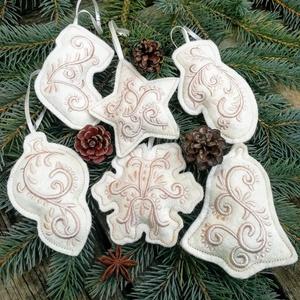 Karácsonyfadísz 6db-os szett, Karácsony & Mikulás, Karácsonyfadísz, Gyapjúfilcre, gépi hímzéssel készített, kézzel varrt, enyhén tömött díszek, szatén szalag akasztóval..., Meska